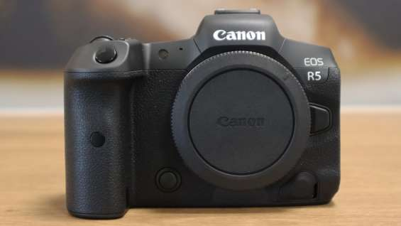 Nikon z 9 / fujifilm gfx 100s /canon eos r5